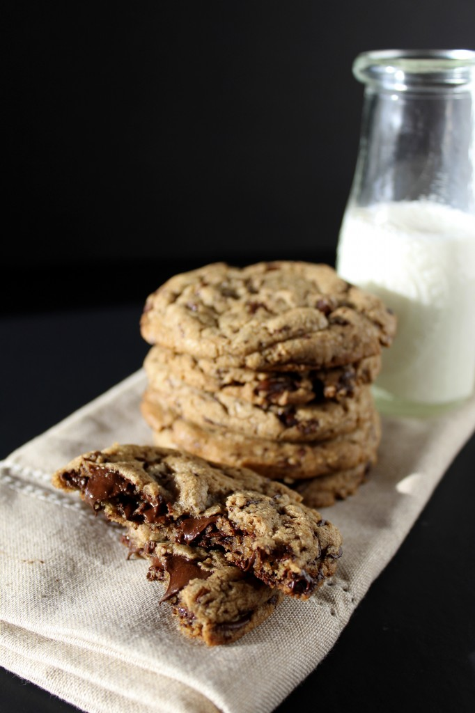 Chewy Chocolate Chip Cookies Filled with Dark Chocolate Chunks