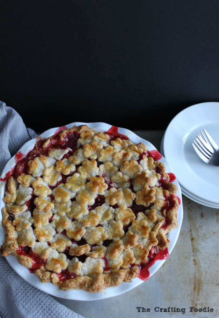 Strawberry-Rhubarb Pie|The Crafting Foodie