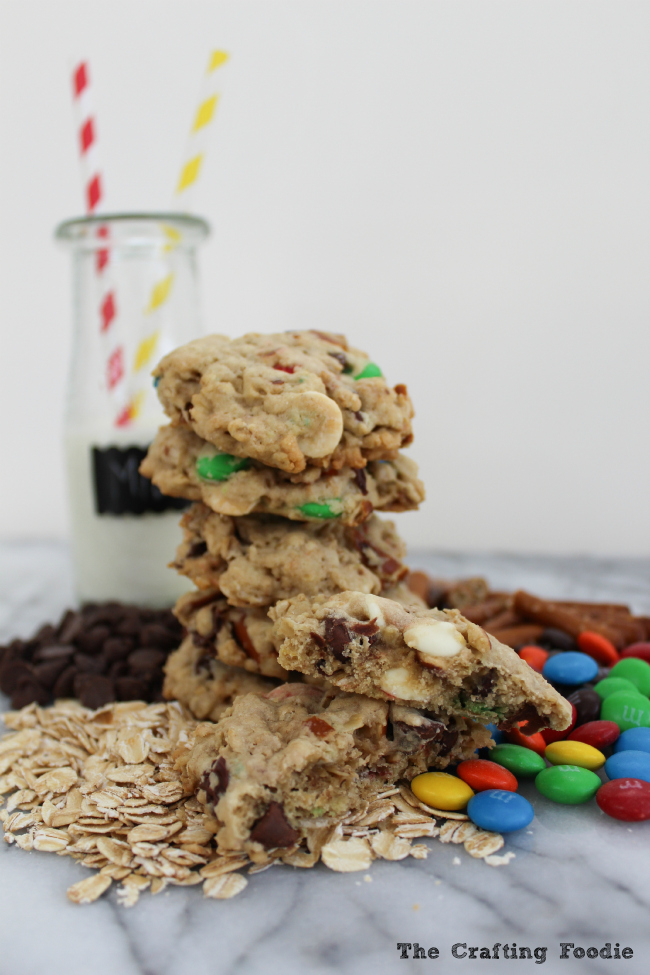 Kitchen Sink Oatmeal Cookies with M&M's|The Crafting Foodie