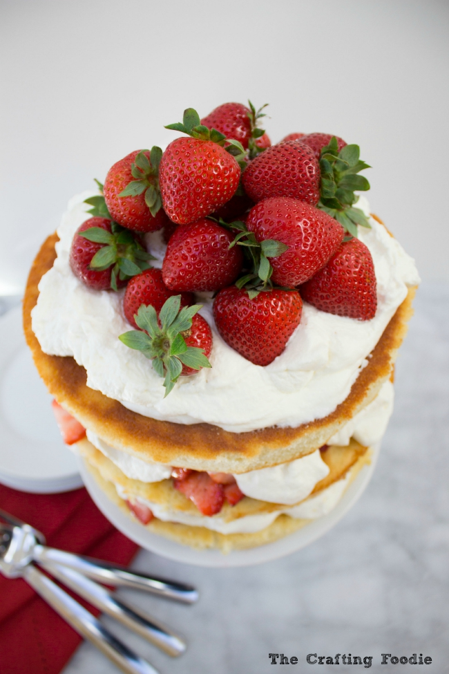 Strawberry & Cream Cake|The Crafting Foodie
