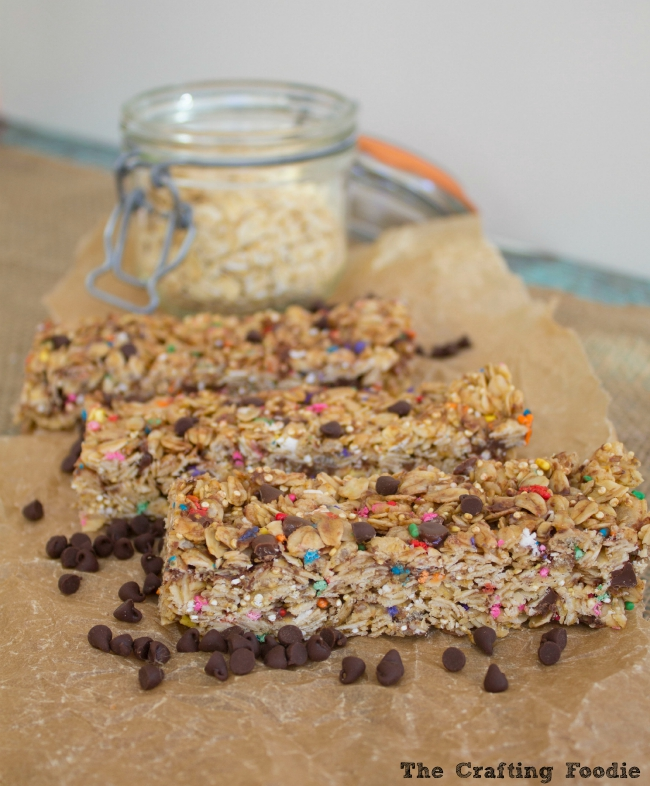 Healthier Chewy Granola Bars|The Crafting Foodie