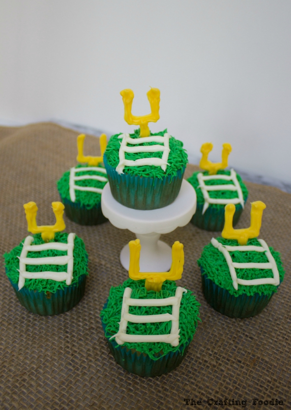 Field Goal Football Themed Cupcakes|The Crafting Foodie