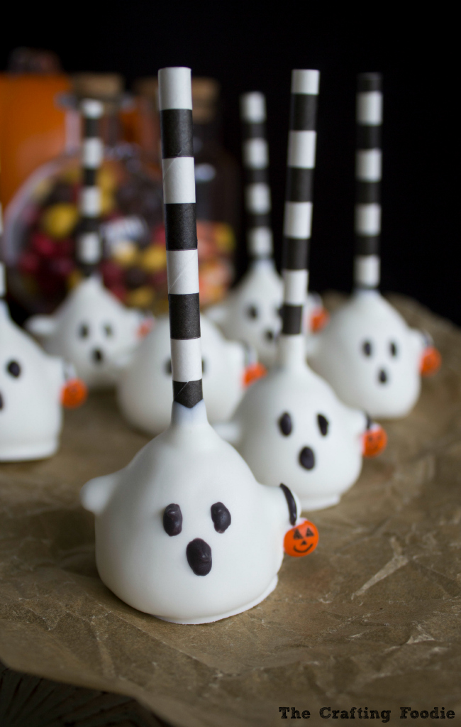 Trick-Or-Treat Ghost Cake Pops|The Crafting Foodie