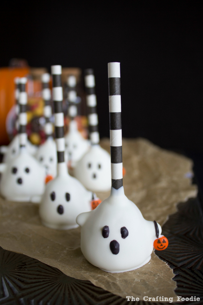 Trick-Or-Treat Halloween Ghost Cake Pops|The Crafting Foodie
