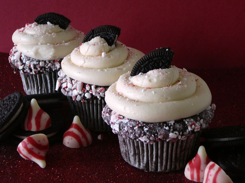 Chocolate Peppermint Cupcakes with Candy Cane Joe-Joe's - The Crafting Foodie