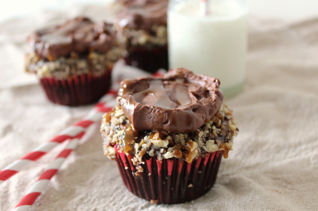 Chocolate Turtle Cupcakes: Chocolate Cupcakes Stuffed with Homemade Salted Caramel and Pecans