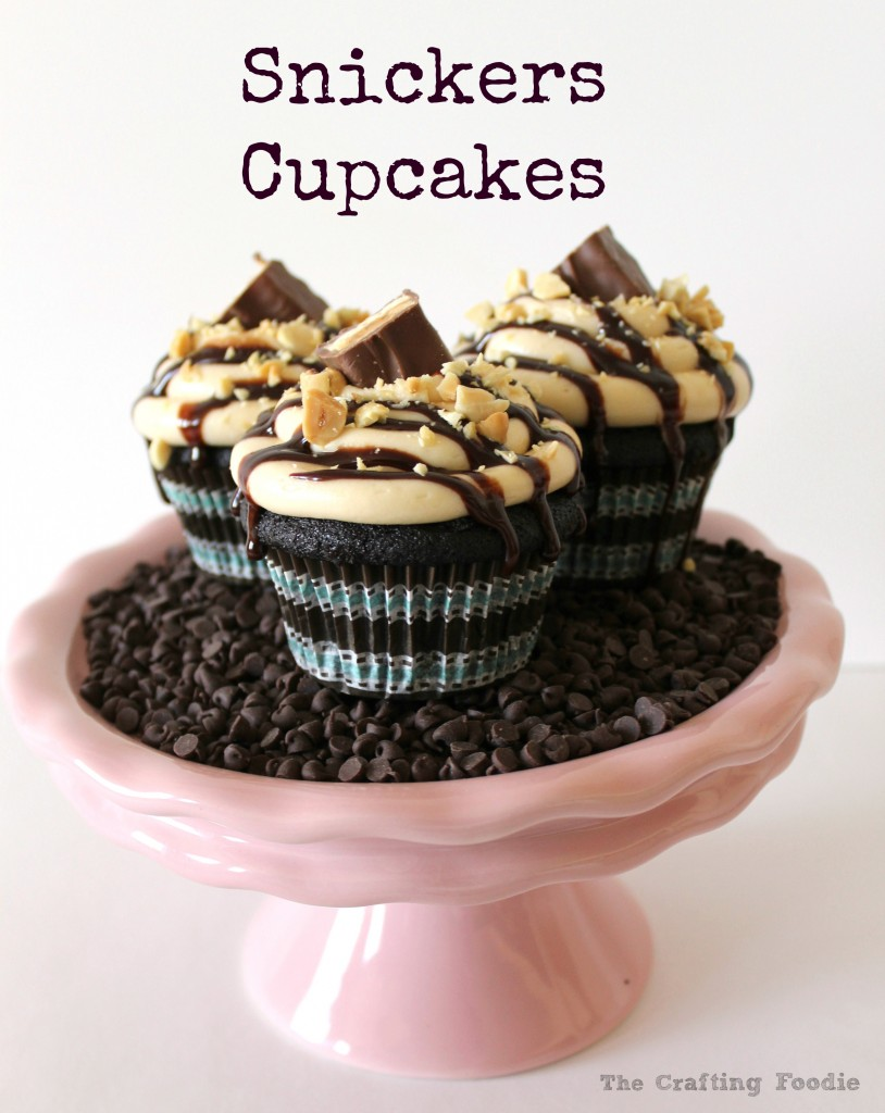 Snickers Cupcakes – Chocolate Cupcakes with Caramel Frosting Stuffed with Salted Peanutes and Caramel