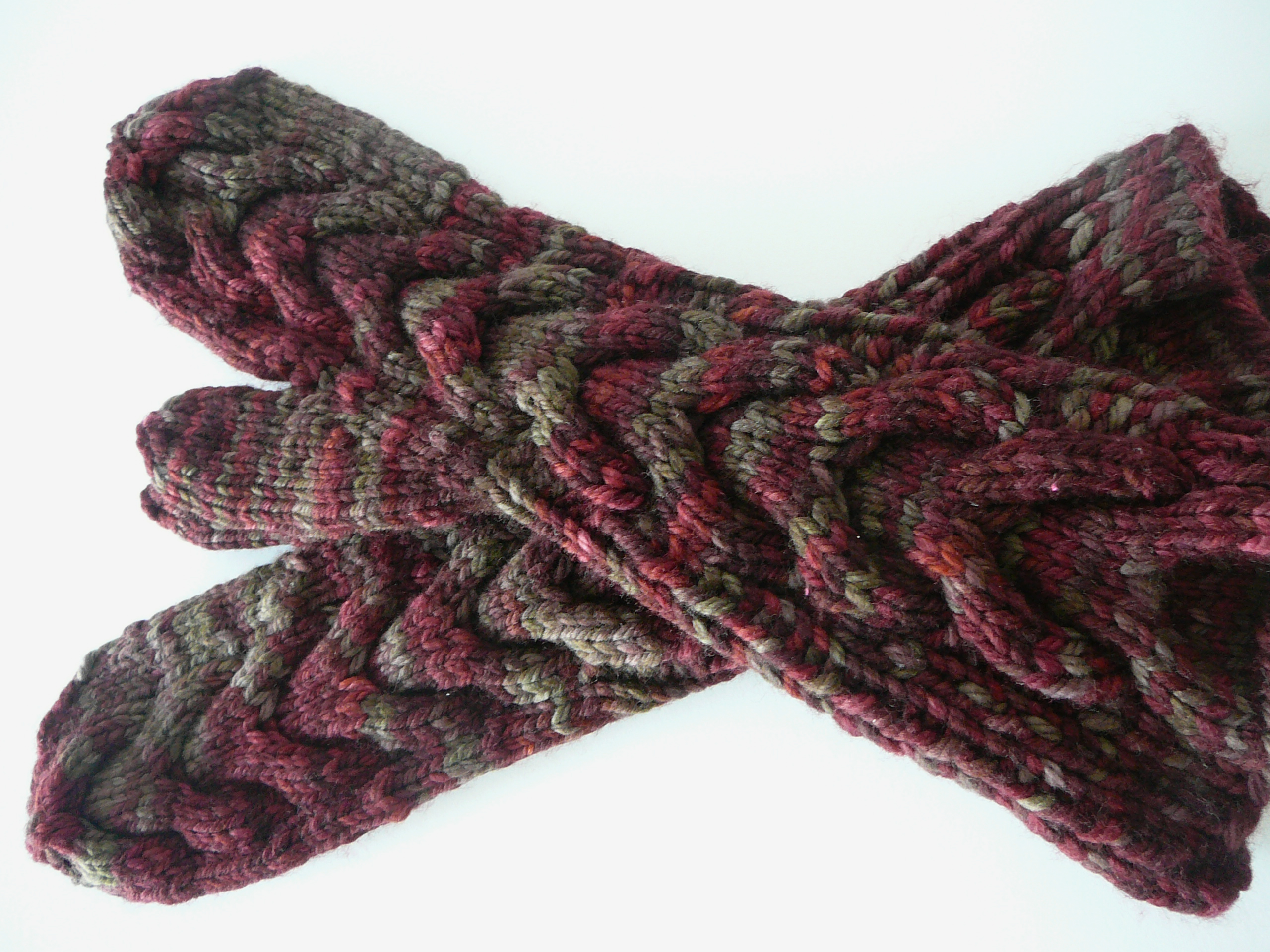 Horseshoe cable knit mittens and knitting cables without a needle this is the first pair i completed its knitted with malabrigo chunky in stonechat bankloansurffo Image collections