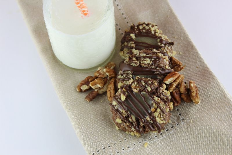 Turtle Thumbprint Cookies with Salted Caramel | The Crafting Foodie