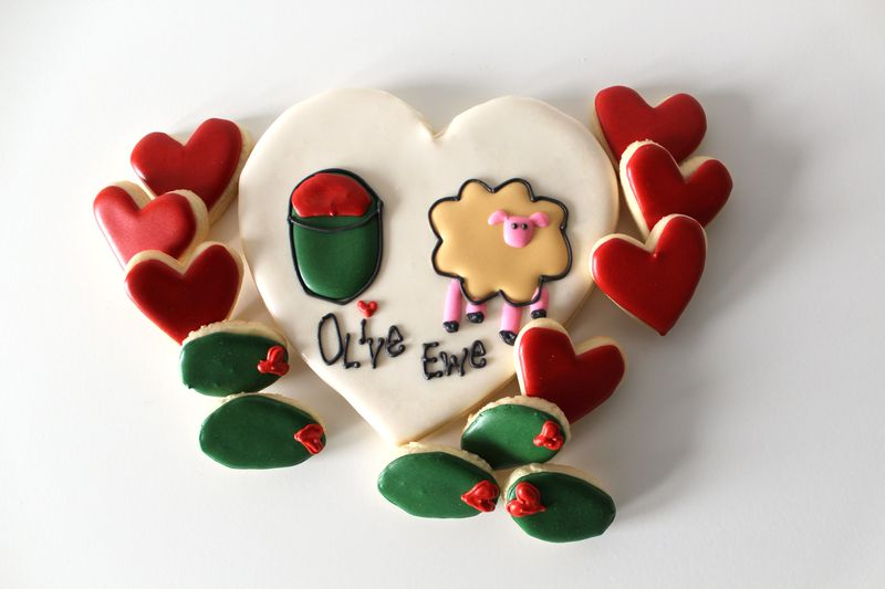 Olive Ewe Decorated Cookies | The Crafting Foodie