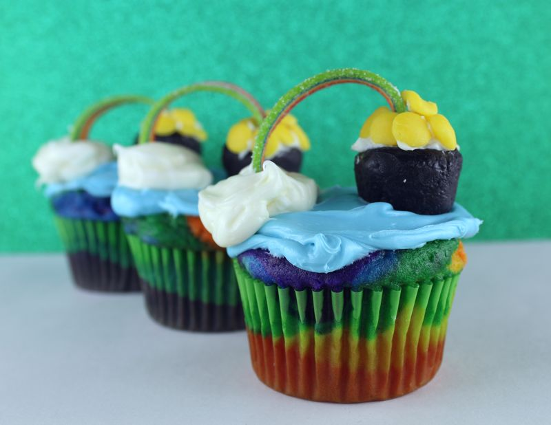 Rainbow Pot of Gold Cupcakes | The Crafting Foodie