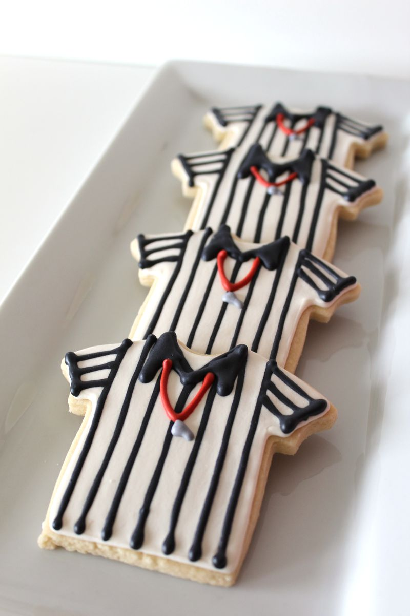 Football Decorated Cookies | The Crafting Foodie